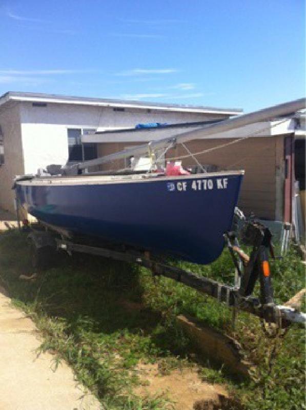 $1,000 Sail boat
