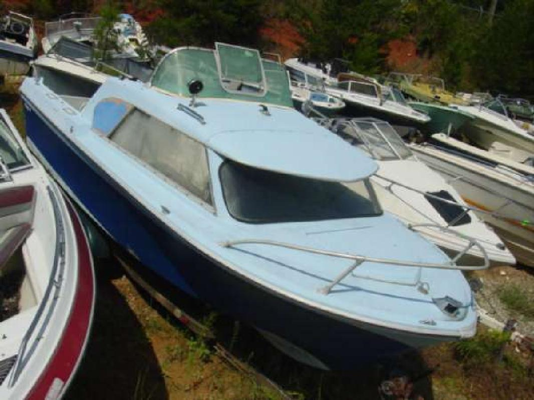 1965 19' Fabuglas 19 Pocket Cruiser OB Hull J/E Controls