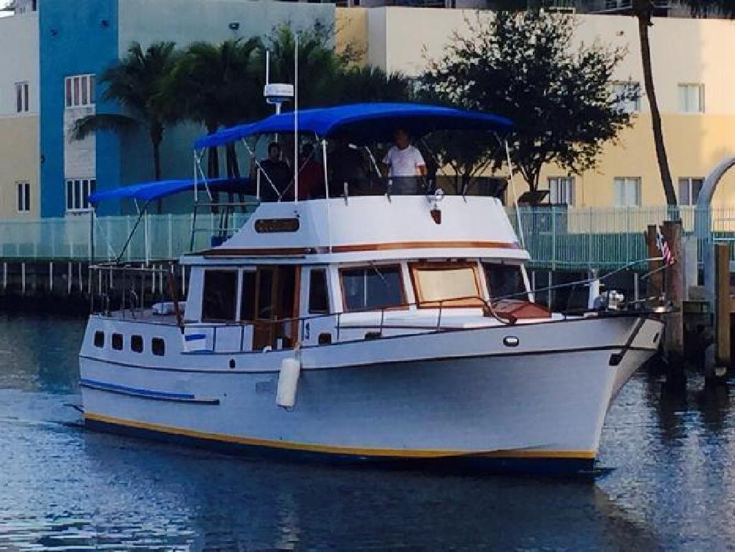 1984 19842015 Marine Trader 43 Sundeck Aventura FL