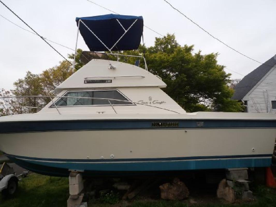 1987 27' Chris-Craft 268 Commander for sale in West Islip