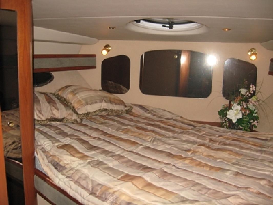 2000 36' Cruisers 3672