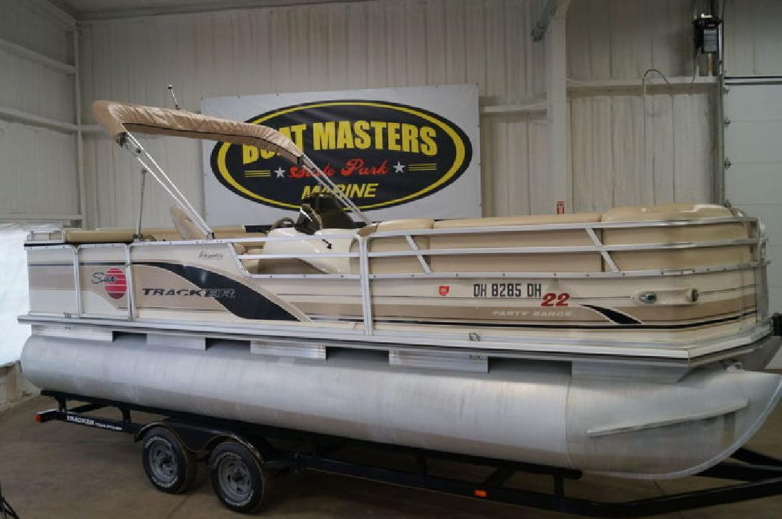 2002 Sun Tracker PARTY BARGE 22 DLX in Akron, OH