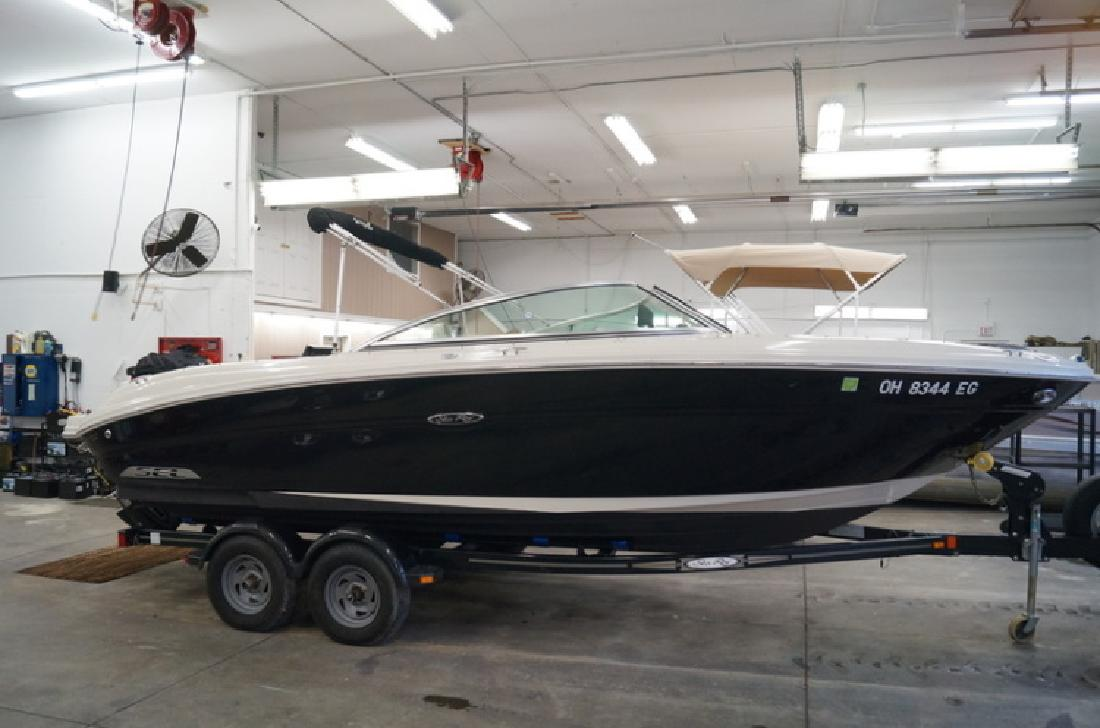 2007 Sea Ray 220 select in Akron, OH