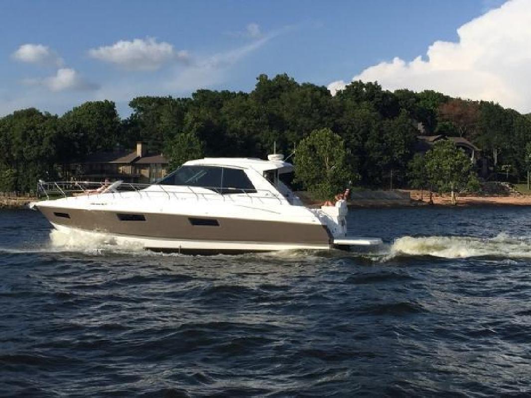 2014 Cruisers Yachts 48 Cantius Afton OK