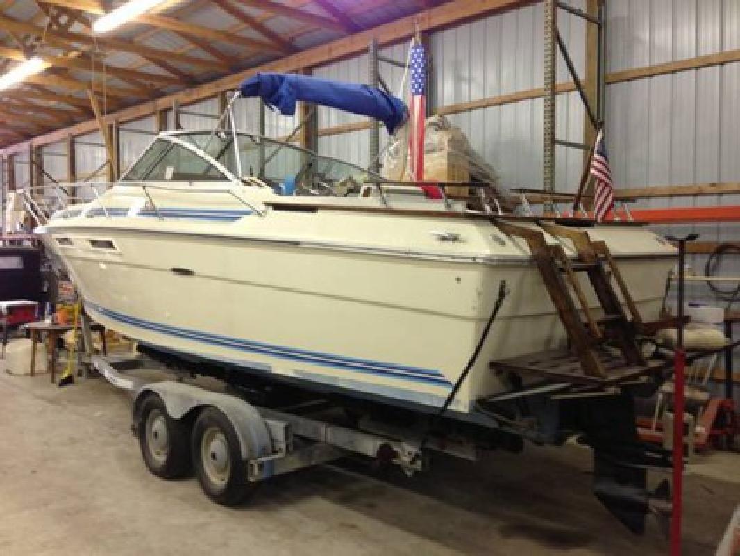 $7,500 OBO Sea Ray 260 Cabin Cruiser 26 Foot Boat w/ Trailer