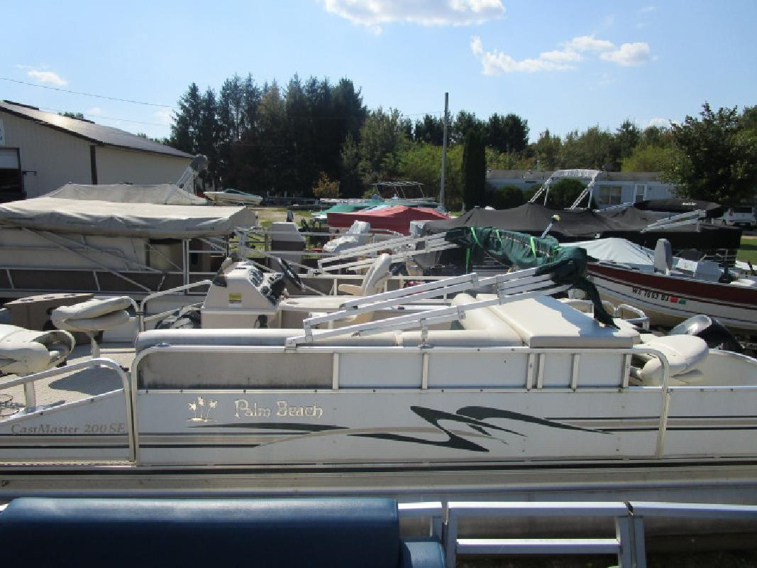 Used 4 Place 20- Fishing Pontoon in Wautoma, WI