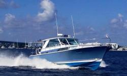 Award Winning Chris-Craft Commander has been restored to her original glory. Over 18 months spent for a complete restoration. Complete 2011 Refit Fresh Awlgrip Stars & Stripes Blue Hull  Garmin 5212 (2011) Chart Plotter Air Conditioned Pilothouse