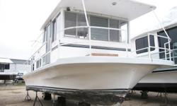 Handyman/Handywoman Special! A/C, Forward Hatch, and Head with an I/B Chrysler 318. She floats & runs! Beam: 12 ft. 0 in. Hull color: White Stock number: 207