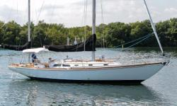 BARBARA R is of the last great 40 B40s MKIIIs built. As such her trim and finish level is like the B40s that should be at the top of the list for anyone looking for an excellent B40. She sleeps 6 and her interior is finished in satin varnished mahogany