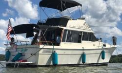 1983 Bayliner Explorer 3270 Command Bridge In great shape inside and out! -4.3 v6. -Booth dinette and table. -Double sink cabinets and countertop. -Sleeping quarters. -Separate bathroom. Located in New Johnsonville TN. Financing Nationwide Shipping And