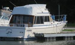 1984 Bayliner 3270 Motoryacht 1984 Bayliner 3270 MotoryachtThe two stateroom layout of the 3270 Bayliner is unparalleled by other 32 footers. The forward guest stateroom has a large V berth with filler that comfortably sleeps two persons hanging locker