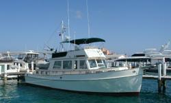 Description Price reduced on 1/10/2011 Conch Pearl has the popular galley up three stateroom layout. The master is aft and features a centerline queen berth and ensuite head with separate stall shower. The guest staterooms forward feature twin singe