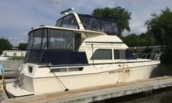 ***HUGE PRICE REDUCTION!!!*** The 1986 Chris Craft 426 Catalina has spacious accommodations for the entire family. A large aft deck with hard top are perfect for entertaining. The large salon has plenty of seating along with a full-service galley with