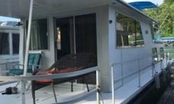 1986 Gibson Houseboat 42 1986 Gibson Houseboat 42 model in excellent condition 42 feet in overall length Sleeps 6 comfortably within as well! Equipped with a Single Volvo Penta motor Currently with low hours on it! Water-cooled Generator also included