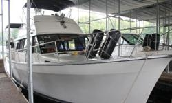 40' Mainship, 40' Trawler, 40' Aft Cabin, 40' Motor Yacht This 1986 Mainship 40 Double Cabin is notable for her distinctive, trawler-style profile. This is a very practical boat long on useful features with performance and interior accommodations