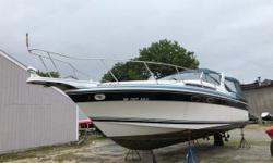 This popular 1987 Wellcraft 3200 EX is a great family Express Cruiser and feels much larger than her 32 feet. It has a spacious cockpit and the interior is well laid out. Features on this boat include: Fully Enclosed Head/Shower, L-shaped Galley,