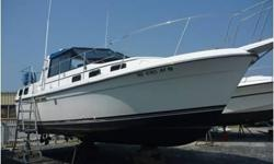 New Listing, pictures coming soon.......This is a very spacious 28ft aft cabin motoryacht. She has a very unique layout with a open air center cockpit with a wrap around windshield. The Riveria has seating for six around the dinette table and is a focus