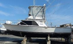 She is ready now. Top off the fuel, add ice and your gear, and head for the canyons. Regularly fished and carefully maintained, this battle wagon is the real deal. A handsome boat with a flared bow and muscular, low-profile appearance, the Blackfin