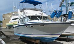 Comfortable, affordable and economically to run the 2858 Command Bridge offers upper and lower stations, Sleeps 6, full Galley Dinette, lounge and a full Head. Runs great. Great boat for the money. Category: Powerboats Water Capacity: 30 gal Type: Cruiser