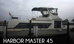 Actual Location: Fort Myers, FL - Stock #111209 - If you are in the market for a house, look no further than this 1989 Harbor Master 45, priced right at $111,500 (offers encouraged).This vessel is located in Fort Myers, Florida and is in good condition.