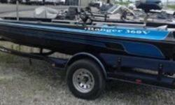 INCLUDES MOTOR GUIDE 12/24 VOLT BRUTE 56 LB 756 TROLLING MOTOR, AND LOWRANCE ON THE DASH!!!!! THIS BOAT DOES HAVE A BLOWN MOTOR!!!! Nominal Length: 18' Length Overall: 18' Beam: 7 ft. 4 in.