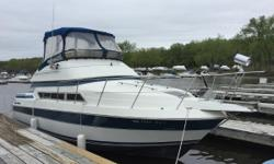The 1990 Carver 3067 is ideal for entertaining with its single level floor plan. Plenty of seating is available in the expansive salon with a private stateroom forward. The flybridge features seating for four. Nominal Length: 30' Length Overall: