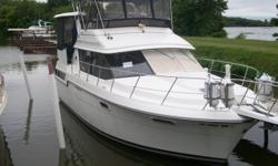 Beautiful 1991 38' Carver Aft Cabin with new microwave, 3 heaters, 2 holding tanks, 2 heads, 2 fridges, 3 air conditioners, forward hatch, generator, dinette, depth sounder, compass, bimini top, enclosure canvas, windshield canvas, 340 HP IB Twin Mercs, &