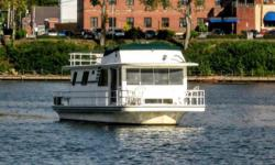 Houseboat living, cruising, travelling, or just relaxing has always had the Gibson name attached. Its a plan for a lifestyle thats a first choice for so many boating enthusiasts.  And speaking of plans, the single floor plan Gibson Executive is 44