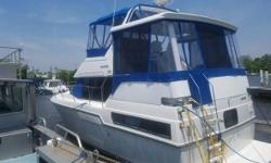 1992 Carver Yachts Aft Cabin 33 Clean 1992 Carver Yachts Aft Cabin 33 model with two (2) Stateroom Two (2) Heads Living room and Kitchen Plus a large Seating area in the rear section with a Hardtop Brand new Canvas and Engines - all services up-to-date as