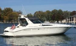 (CURRENT OWNER OF 8-YEARS) PRIDE OF OWNERSHIP SHOWS THROUGHOUT THIS TASTEFULLY UPDATED 1993 SEA RAY 400 EXPRESS CRUISER BOASTING ALL OF THE MOST SOUGHT AFTER OPTIONS -- PLEASE SEE FULL SPECS FOR COMPLETE LISTING DETAILS. Freshwater / Great Lakes boat