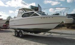 1993 Bayliner Classic 2452 This is a hard top cabin cruiser. Needs some TLC. Stock number: B3778