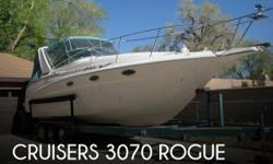 Actual Location: Elephant Butte, NM - Stock #109209 - If you are in the market for a cruiser, look no further than this 1994 Cruisers 3070 Rogue, priced right at $36,700 (offers encouraged).This vessel is located in Elephant Butte, New Mexico and is in