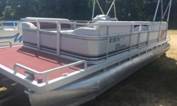 1994 Harris Sunliner 24 ft Johnson 25 hp 2 cycle engine. This pontoon is in very good condition... Hurry in it wont last long