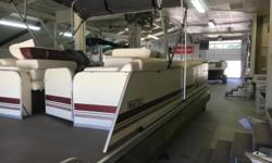 Table, Bimini Top, Full Cover, Docking Lights, Tow Ring, Gauges (MPH, RPM, Fuel, Battery Volt), Boss Marine Radio, (1) Boarding Ladder, Vinyl Flooring, In-Seat Storage, Navigation Lights Engine(s): Fuel Type: Gas Engine Type: Outboard Quantity: 1 Draft: 3