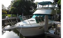 39' 1995 Carver 390 CPMY priced to sell immediately! Make an offer. This 39ft Cockpit Motor Yacht features a large helm area with seating for six and stereo system featuring speakers throughout the cabin and six speakers in the flybridge and cockpit.