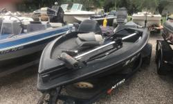 1995 Nitro 170DC powered by a Mercury 90 HP motor. This boat is in pretty good shape, but it will need some TLC in the near future. This would make a great boat for the first time boat owner, who would like to get into doing some weekend fish tournaments,