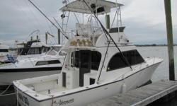 1996 32 Albemarle Flybridge with freshly majored Caterpillar 3116 300hp Diesel Engines! ONLY 10 / 100 HOURS on both motors! Meticulously rebuilt by a certified CAT 30+ year mechanic/owner!  Underwater Lights Fighting Chair Cockpit Controls