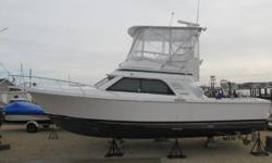 VERY, VERY, VERY CLEAN 1996 32 BLACKFIN WITH TWIN 3208 375HP CATERPILLAR ENGINES WITH MANY NEW UPGRADES! She's a cream puff in beautiful condition! Not your ordinary road hard put away wet sportfisherman. One of the best Sea boats built. Powered