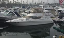 """Wonderful """"Live-aboard""""!! Creative styling, a spacious interior, and quality construction made the 420 Aft Cabin a popular yacht in the Sea Ray fleet during her production years. Aft-cabin yachts often look more like condos than boats, but the sleek"""
