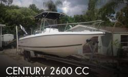 Actual Location: Fort Myers, FL - Stock #107723 - If you are in the market for a fishing, look no further than this 1998 Century 2600 CC, priced right at $35,000 (offers encouraged).This boat is located in Fort Myers, Florida and is in great condition.