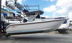 1999 BOSTON WHALER Outrage, Excellent condition, One owner boat, lift stored. Full electronics package Raytheon gps/radar