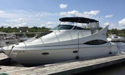 The 1999 Carver 350 Mariner is perfect for entertaining with its single level floor plan and generous amenities. Nominal Length: 35' Length Overall: 36.6' Max Draft: 3.1' Draft: 3 ft. 1 in. Beam: 12 ft. 9 in. Fuel tank capacity: 123 Water tank capacity: