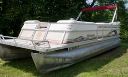 Float around your favorite lake in this top of the line Crest Savannah. It is powered by a Mercury 50hp $ stroke outboard. There is a mooring cover to keep out debris when not in use. Beam: 8 ft. 6 in.