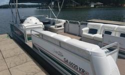1999 Premier Horizon 25, Blowout sale! Boat priced below NADA book value! This is a great pontoon boat for the whole family. Powered by a 115hp Johnson 2-stroke motor. Nominal Length: 25' Stock number: 01795