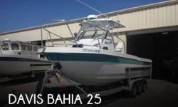 Actual Location: Big Island, HI - Stock #107993 - If you are in the market for a walkaround, look no further than this 2000 Davis Bahia 25, priced right at $72,300.This boat is located in Big Island, Hawaii and is in good condition. She is also equipped