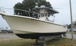 This is a huge 28 Center Console built for the serious fisherman. Legendary Parker construction and perfomance. Twin 4 stroke Yamaha 225's. A load of accessories including autopilot, radar, GPS, VHF, compass, trim tabs, spot light, spreader lights and