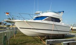Spacious and comfortable, the Bayliner 2858 Ciera Command Bridge is designed around a single powerplant to efficiently and economically deliver performance. Upper and lower helm stations allow comfortable cruising in any weather. Accommodations include a
