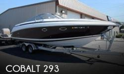 Actual Location: Seattle, WA - Stock #097061 - If you are in the market for a cruiser, look no further than this 2001 Cobalt 293, just reduced to $49,999 (offers encouraged).This boat is located in Seattle, Washington and is in great condition. She is