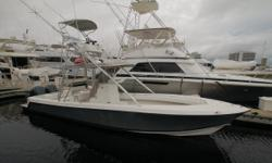 The 31 Open continues to dominate the offshore scene with aggressive lines that tout an elevated level of confidence. Features include a one piece level deck from bow to stern, raised livewell, walk-through transom, self-bailing cockpit, two fully lined