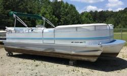 REDUCED PRICE 2001 Sundancer 24' Tritoon Sundancer Tri Toon With A Evinrude 90 DI 2 Stroke Carpet And Seats Replaced Recently And Are In Good Condition AM / FM / CD Player Sink WIth Fresh Water Holding Tank In Dash Depth Finder Hydraulic